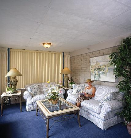 Belvedere Beach Resort: Lounge around the Lobby