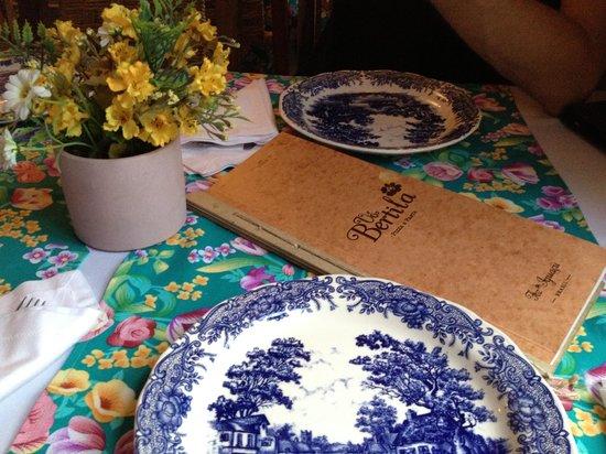 Vo Bertila Pizza & Pasta: Menu e decoração