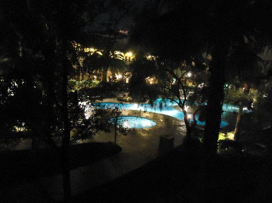Tuscany Suites & Casino: Outside my room