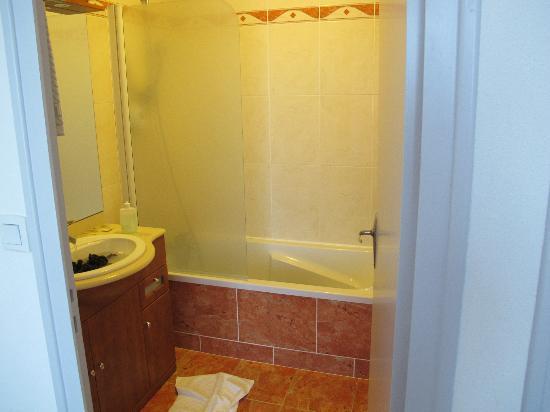 Hotel de la Gare : en suite bathroom