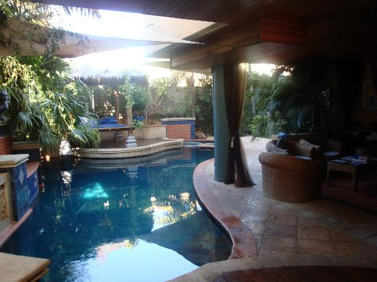 Beach Manor Bed and Breakfast Perth: pool area