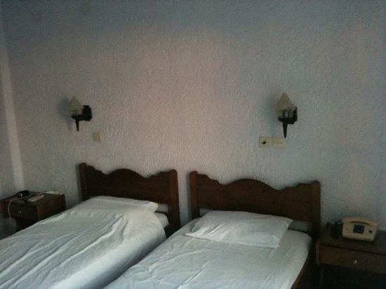 Hotel Saint George Valsamitis: Comfy Beds