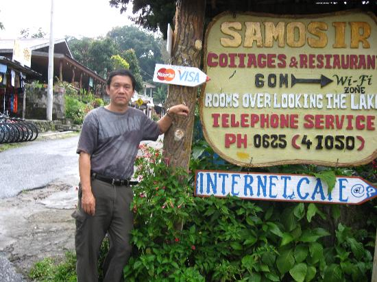 Samosir Cottages resort: Front, near the main road.