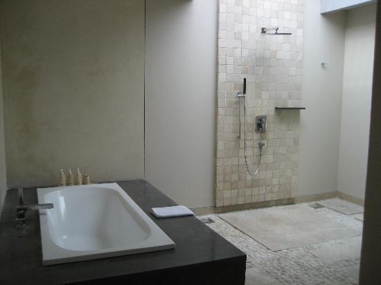 Amadea Resort & Villas: upstairs bathroom