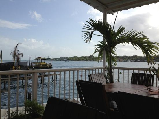 Bocas Paradise Hotel: breakfast by the sea