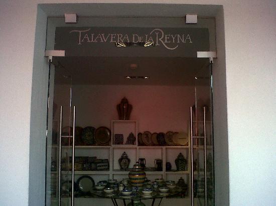 Casareyna Hotel: Loja de talavera