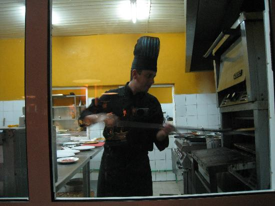 La Isabela : Getting the pizza out of the oven