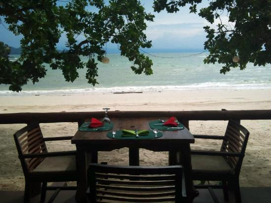 Dakak Park & Beach Resort: Our lunch table by the beach