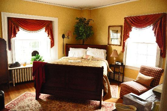 1907 Bragdon House Bed & Breakfast: Room on main floor
