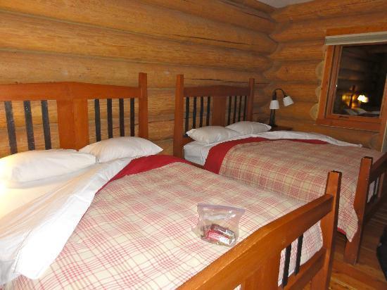 Island Lake Lodge: Bedroom with comfy beds