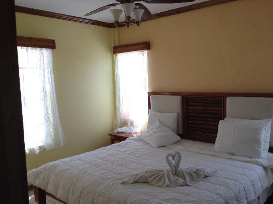 Ambergris Lake Villas: Bedroom unit A3