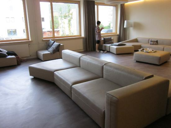 St. Moritz Youth Hostel: Part of the lounge area