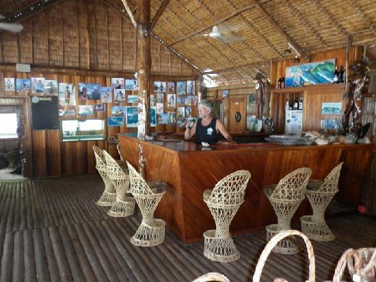 Zipolo Habu Resort: Fully licensed bar