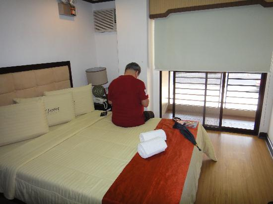D'Leonor Hotel: bed room
