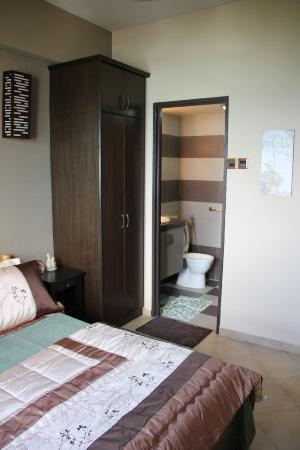 Sri Sayang Resort Service Apartment: SS25-03 Second Bedroom - comfortable, clean, views over the ocean, space for your suitcase/s, en