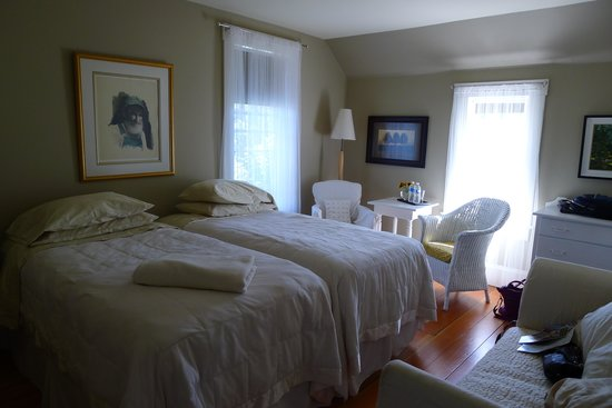 Corbett House Country Inn: Room with twin beds