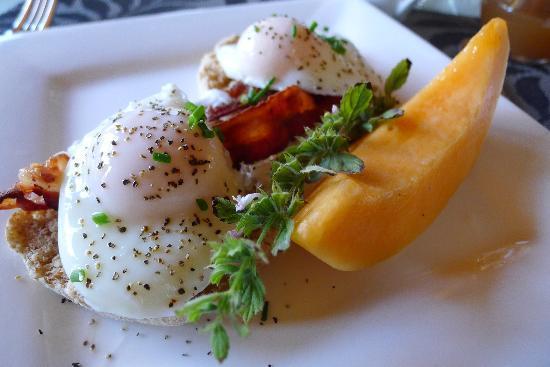 Corbett House Country Inn: Eve's delicious eggs benedict