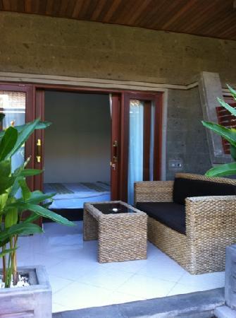 Letos Kubu: sofa area