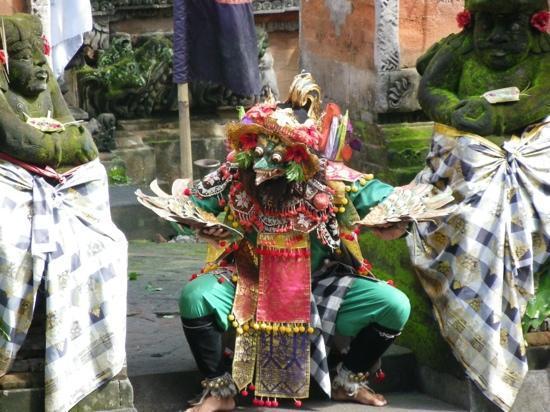 บาหลี, อินโดนีเซีย: dance a  Ubud