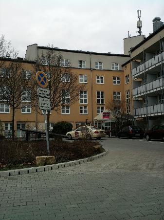 Quality Hotel Erlangen: Entrée de l'hotel Mercure