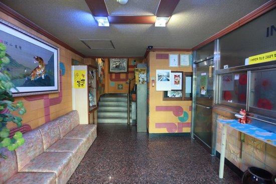 Pusan Inn Motel: 모텔 프런트 사진