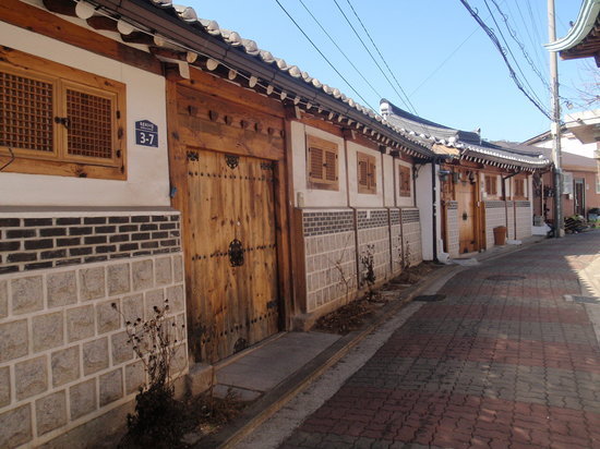 Hanok-Dorf Bukchon: 喧騒を忘れさせてくれる町並み