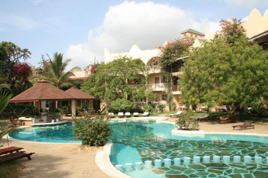 Aquarius Club International Resort: Piscina e bar zona 'Lily Palm'