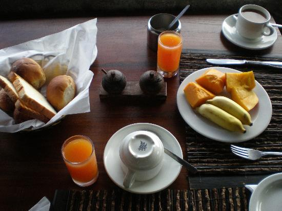 Chalets Cote Mer: Breakfast