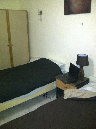 Highlander Guest House: reasonable bedroom