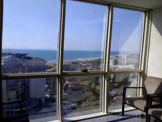 Side Alegria Hotel & Spa: Blick aus dem Treppenhaus zum Strand
