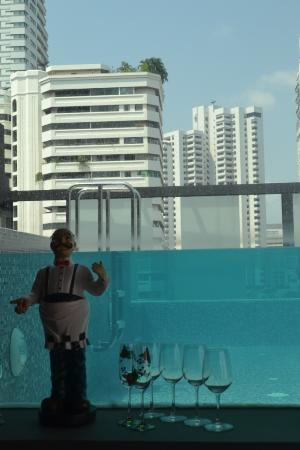 Aspira Hiptique: View of swimming pool from the restaurant