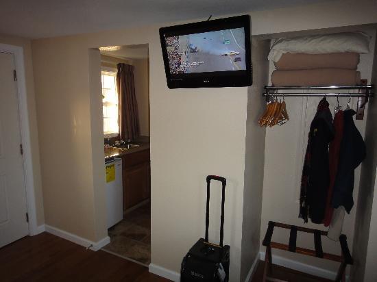 Rodeway Inn & Suites: TV