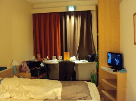 Ibis Geneve Aeroport Hotel: room