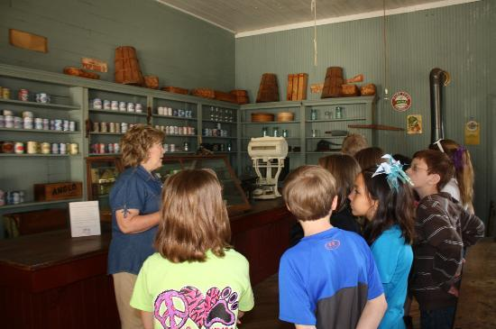 Old Alabama Town : the general store