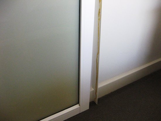 Mounts Bay Waters Apartment Hotel : Door in bedroom
