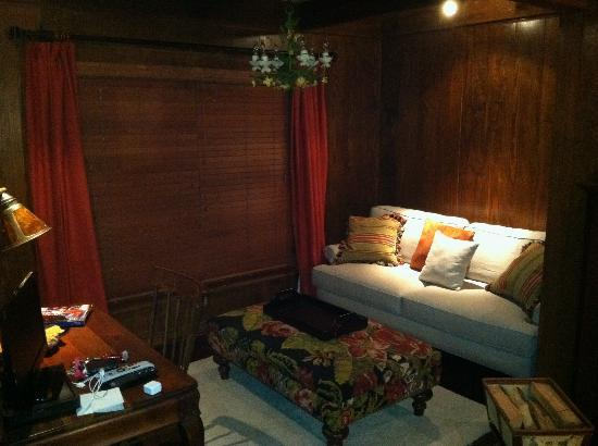The Fernbrook Inn: Sitting area in master bedroom