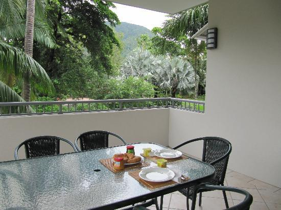 Oasis at Palm Cove: Breakfast on the balcony