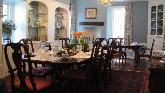 Ascot House Bed and Breakfast: breakfast room