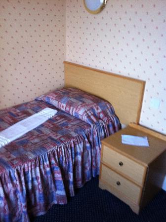 Hydro Hotel: Room