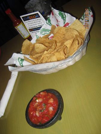 Santa Fe Reds: Chips & salsa