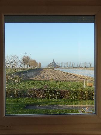 Ferme Saint Joseph : View of Mont Saint Michel from our bedroom window