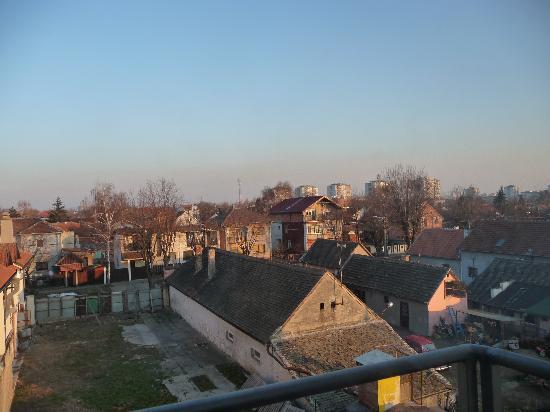 Hotel Zlatnik: Rear view of hotel...