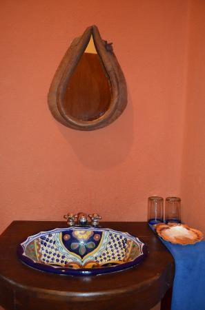 Lo Nuestro Petite Hotel: Bathroom