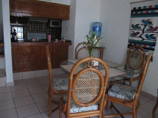 Casa Martillo : In the dining area looking into the kitchen