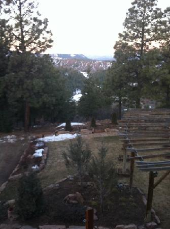Canyon Crest Lodge: the view, too early to see chimny rock but it's there!