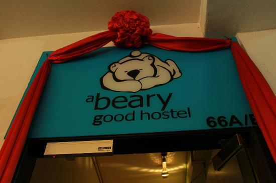 A Beary Good Hostel: sign at the entrance