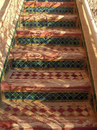 Riad et Dar Maison Do: escaliers sur la terrasse