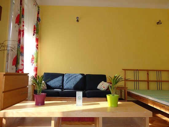 Honey Hostel Budapest: Yellow room 3 bed private
