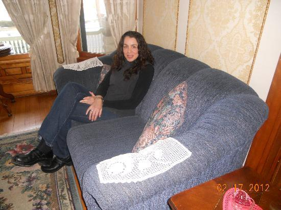 Victorian Dreams Bed and Breakfast : Gilly relaxing in the front room...