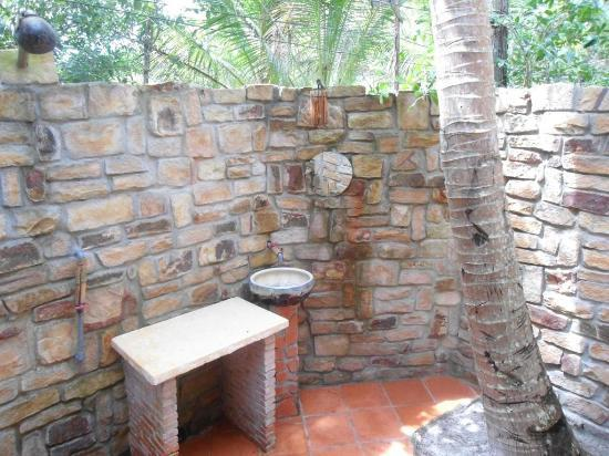 Freedomland Phu Quoc Resort: Coconut Bungalow - bathroom